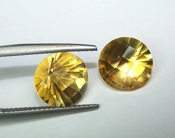 золотистые топазы светлых оттенков