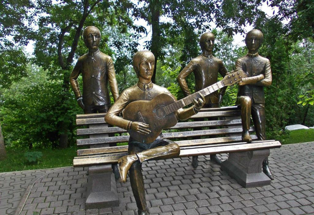Памятник в Алма-Ате
