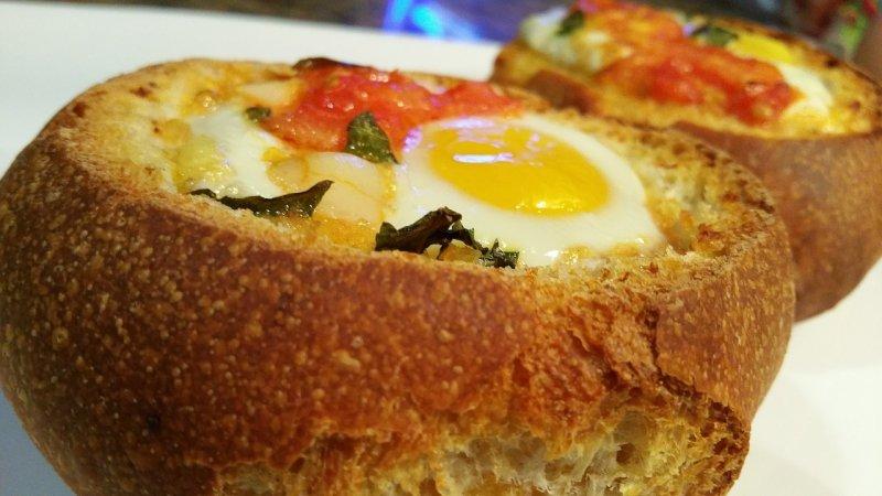 Булка с яйцом