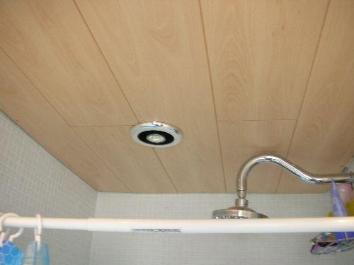 как правильно крепить панели пвх потолок