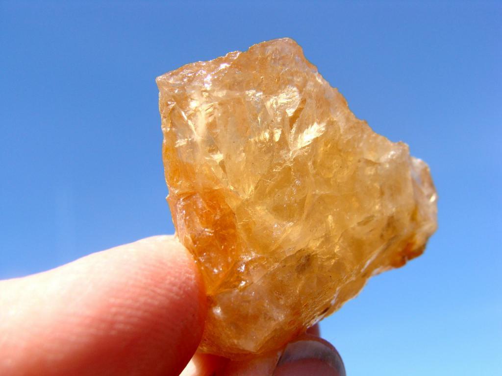 золотистый топаз в природе