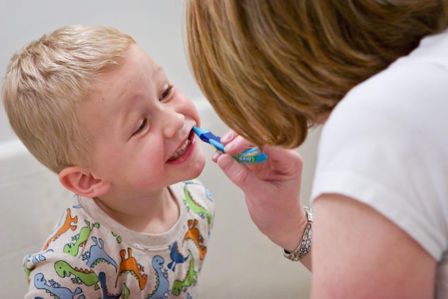 Почему у ребенка гнилые зубы