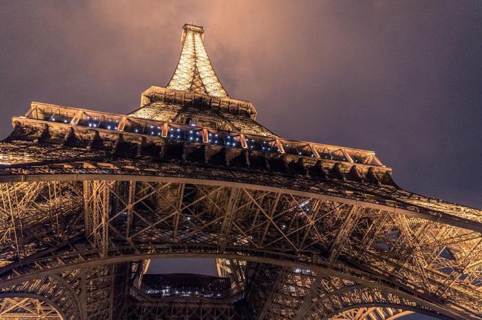 башню красят каждые 7 лет
