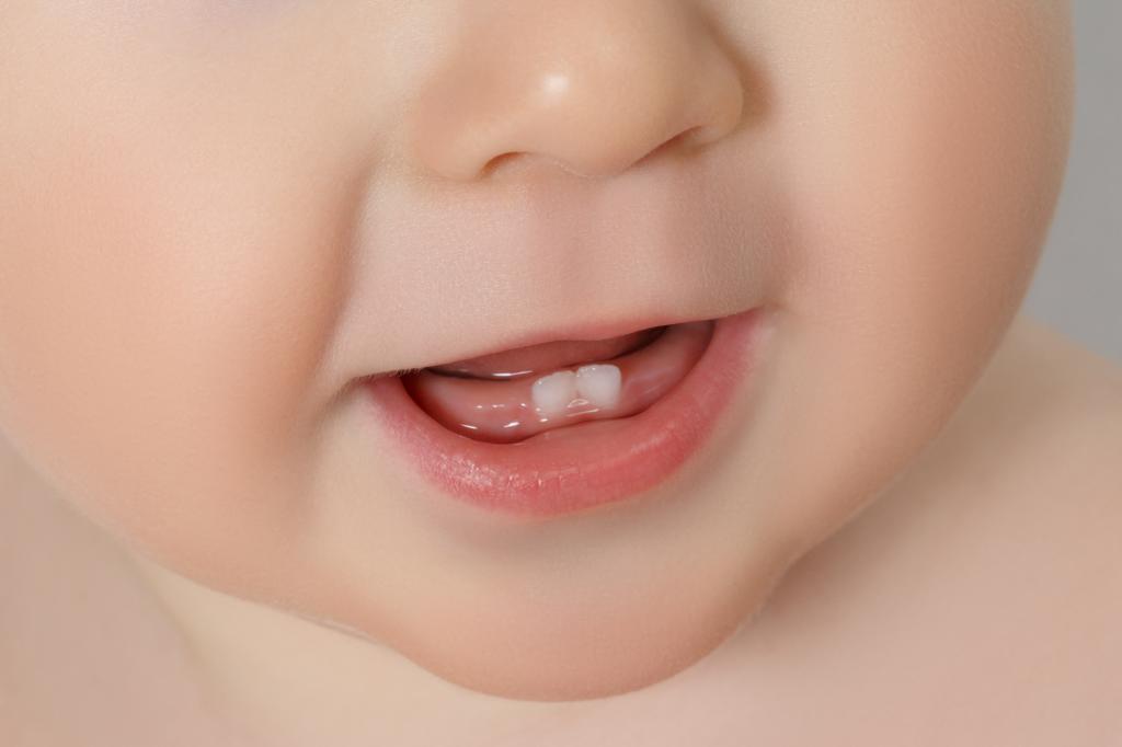 У ребенка прорезываются зубки