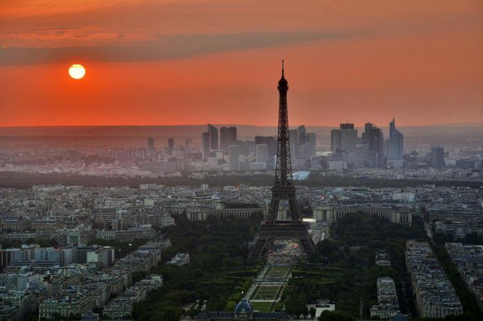 факт: Эйфелева башня самое высокое здание Парижа
