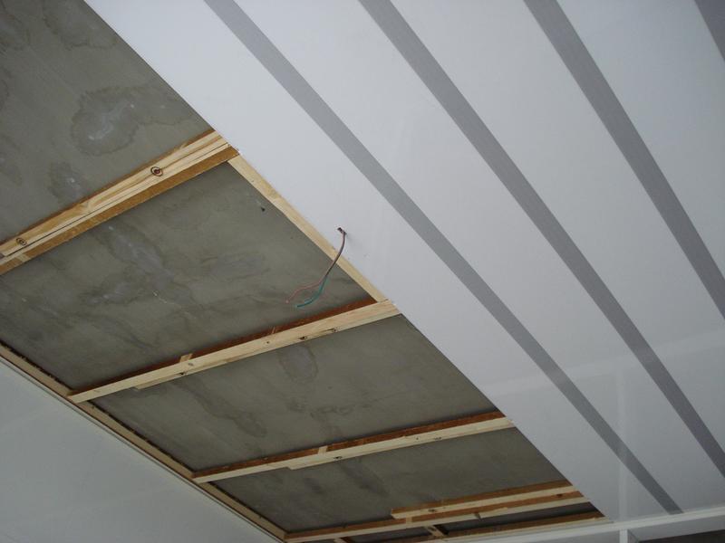 как крепить панели пвх к потолку степлером