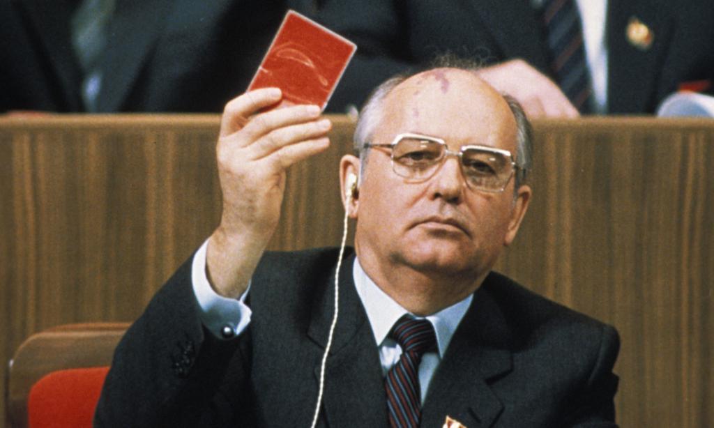 Горбачев уходит из партии
