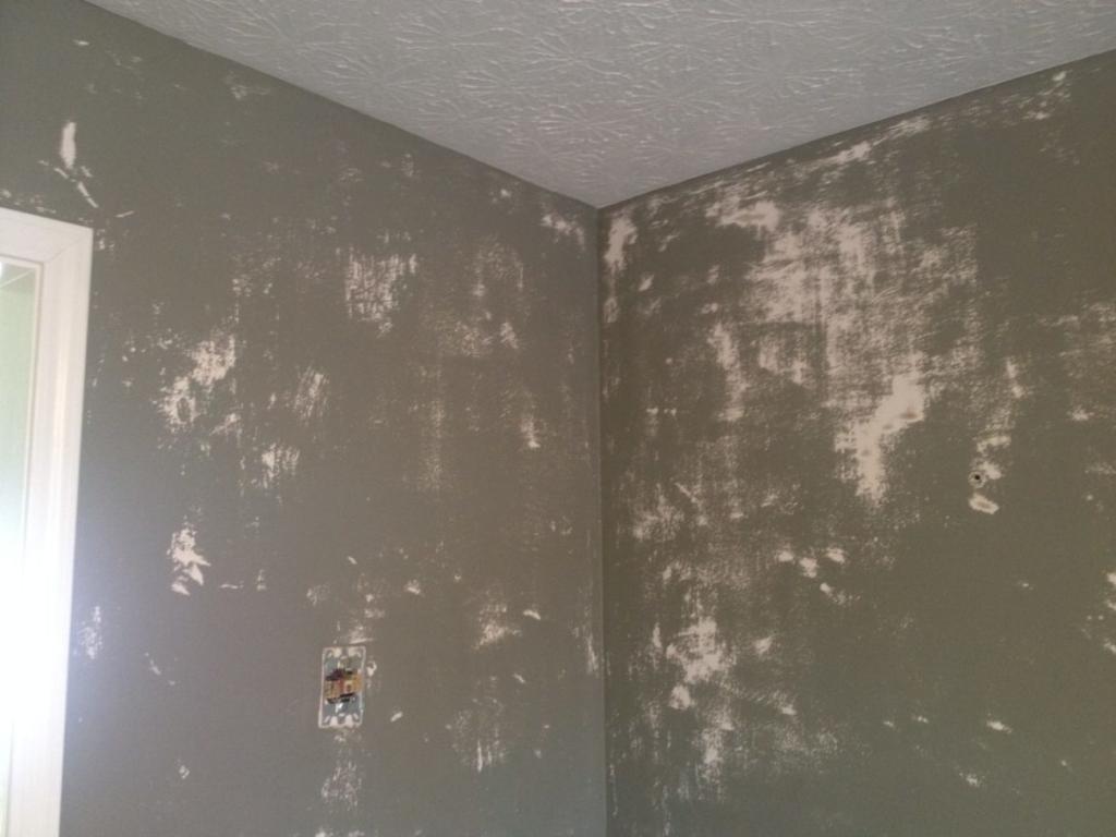 как поклеить флизелиновые обои на крашеные стены