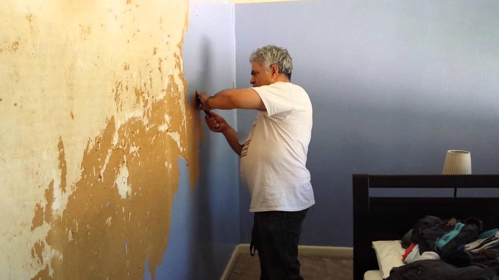 можно клеить обои на крашеные стены