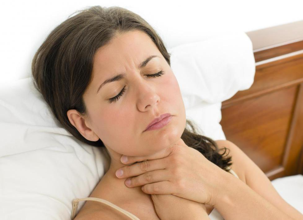 отек горла при аллергии лечение