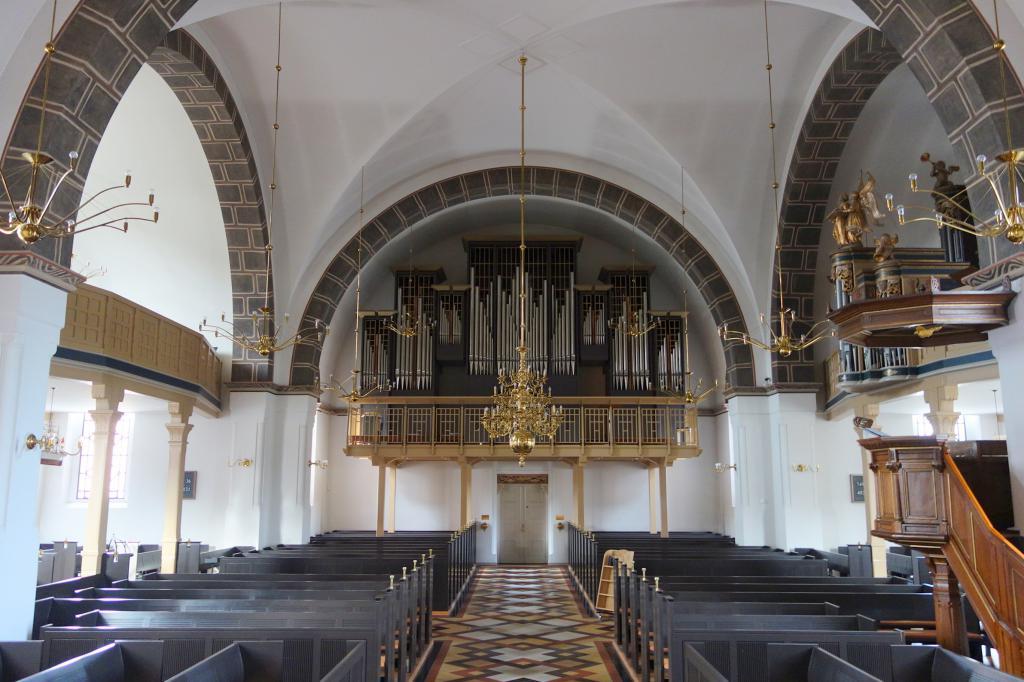 Интерьер церкви Спасителя в Эсбьерге