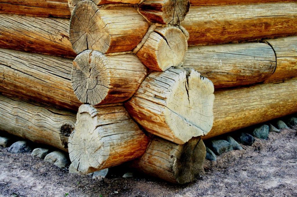 Починка венцов в деревянном доме