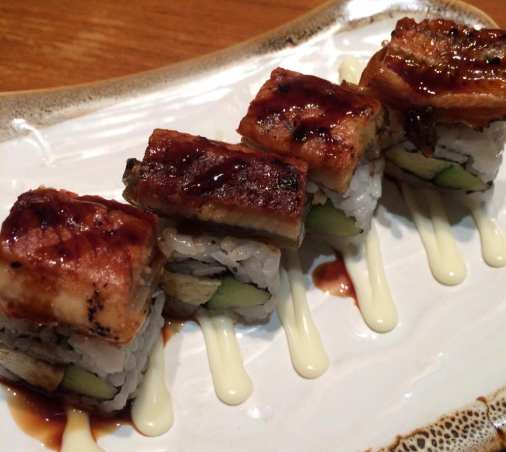 суши роллы с угрем