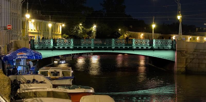 """""""Зеленый мост"""" ночью"""