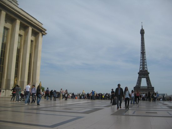 Вид с террасы на Эйфелеву башню