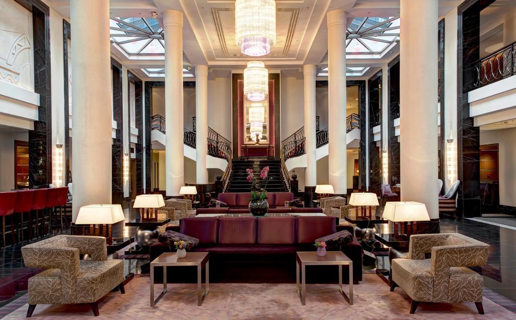 Интерьер гостиницы Коринтия