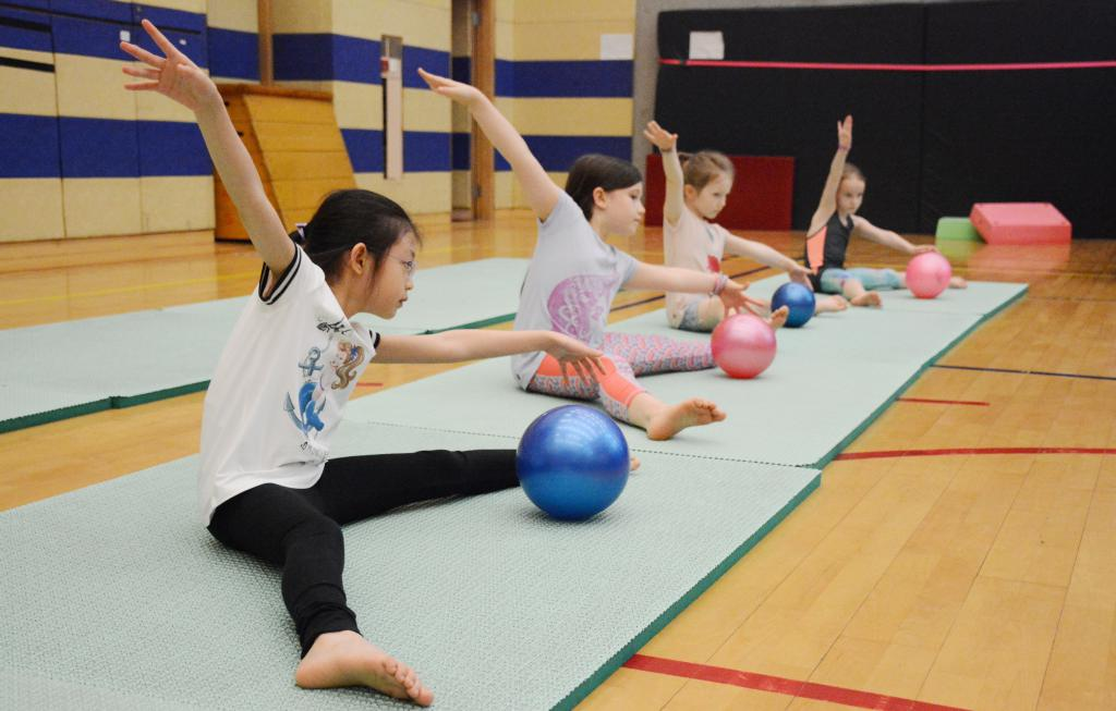 упражнения с мячом