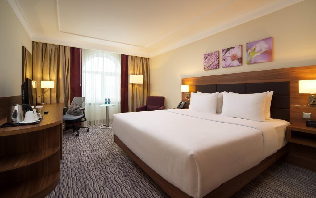 В номере отеля.