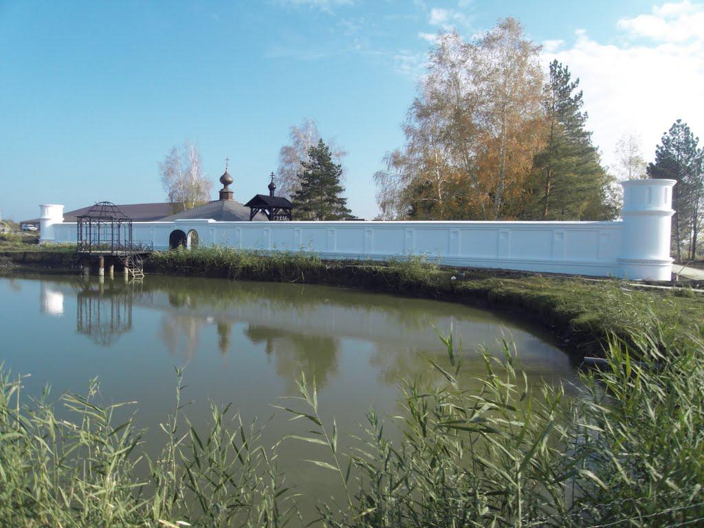 пруд на подворье монастыря Всецарицы в Краснодаре