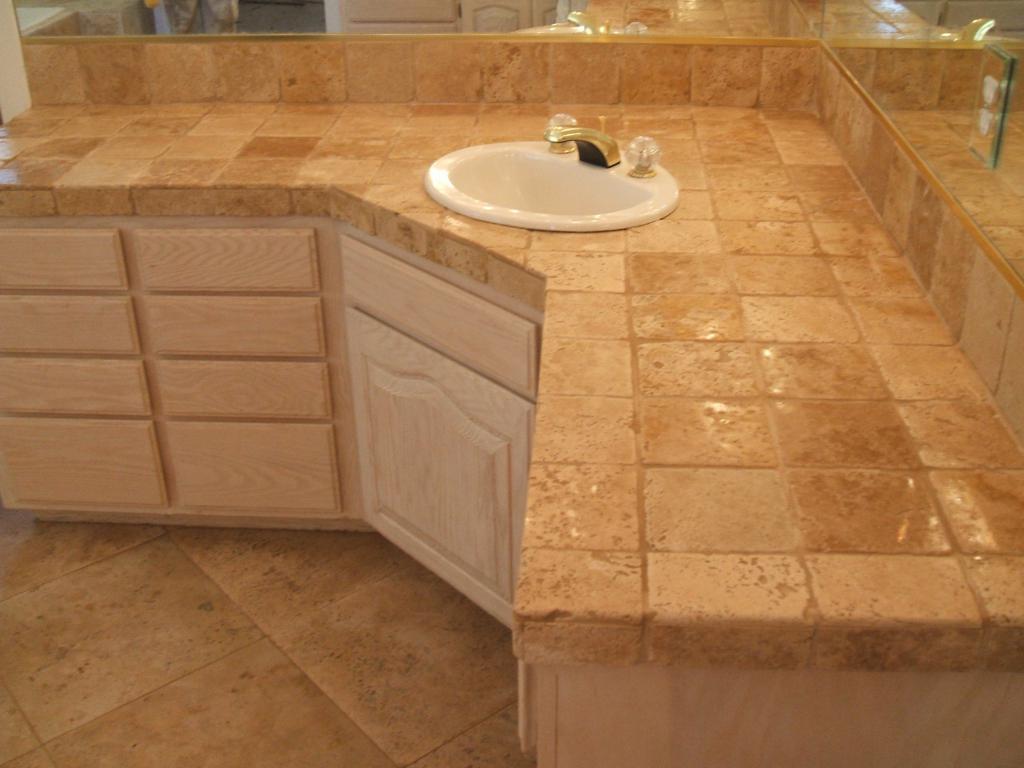 столешница в ванной из плитки