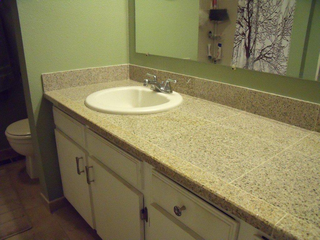 столешницы из плитки в ванной фото