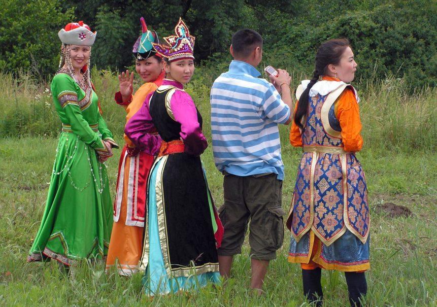 Монголы и монголки