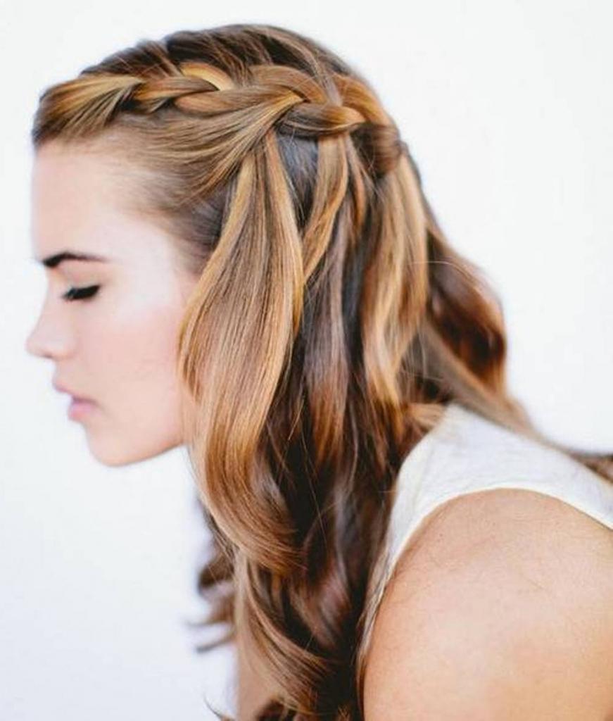плетение на ниспадающих волосах