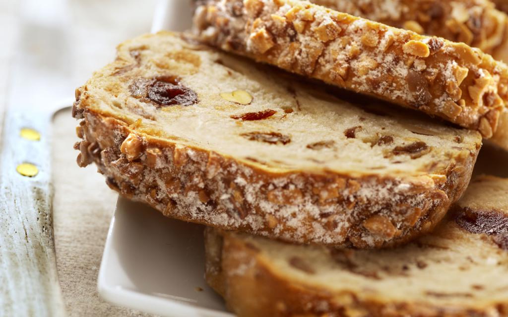 Разбавьте текстуру хлеба изюмом