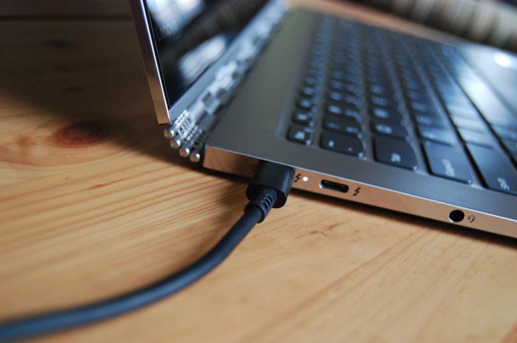 Макбук подключенный к сети электропитания