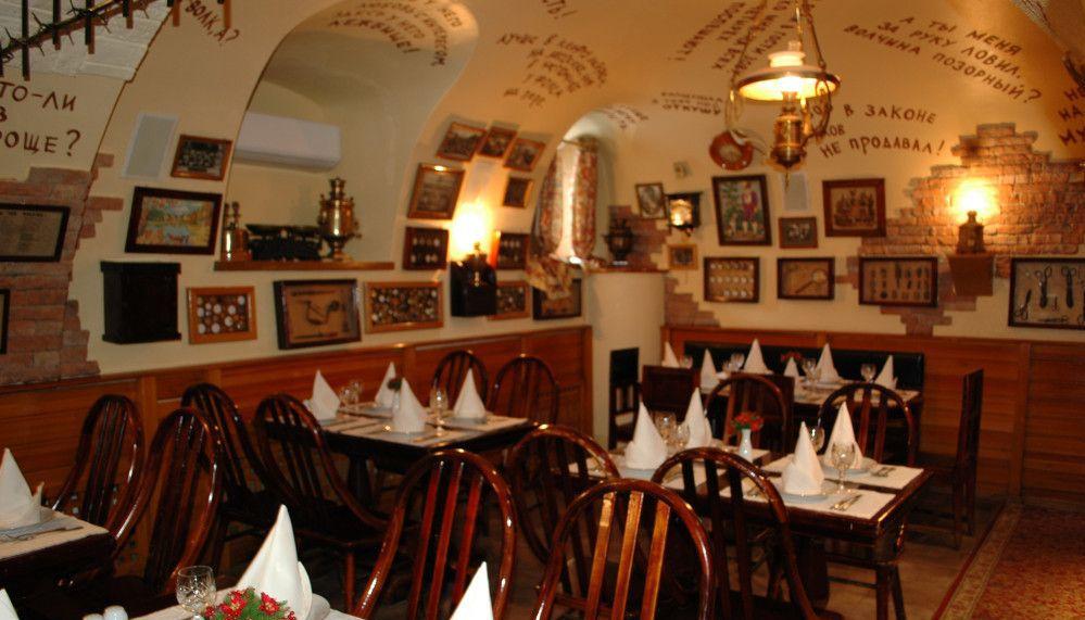 Внутри зала ресторана