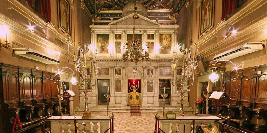 Церковь Св. Спиридона внутри