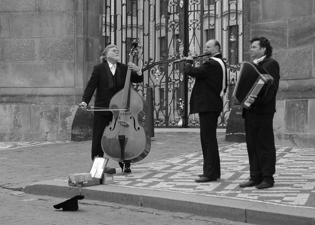 Уличные музыканты в Праге
