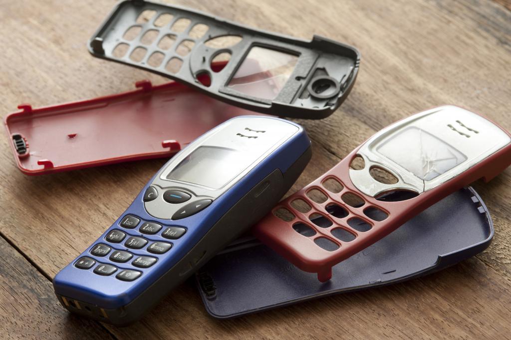 Старые кнопочные телефоны