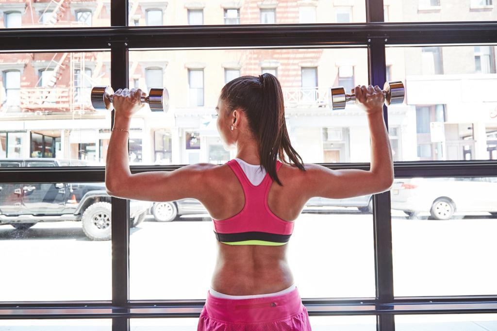 упражнения с гантелями дома для похудения женщинам