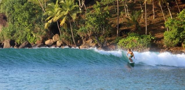 ланкийская природа и теплый океан для серфинга