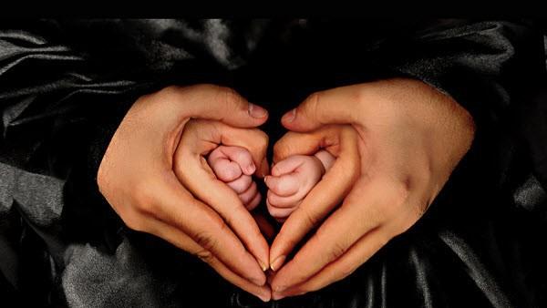 Семья, сердце в виде рук.
