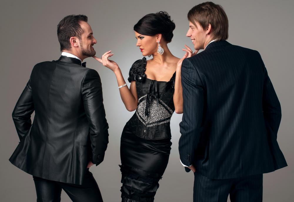 Женщина и двое мужчин