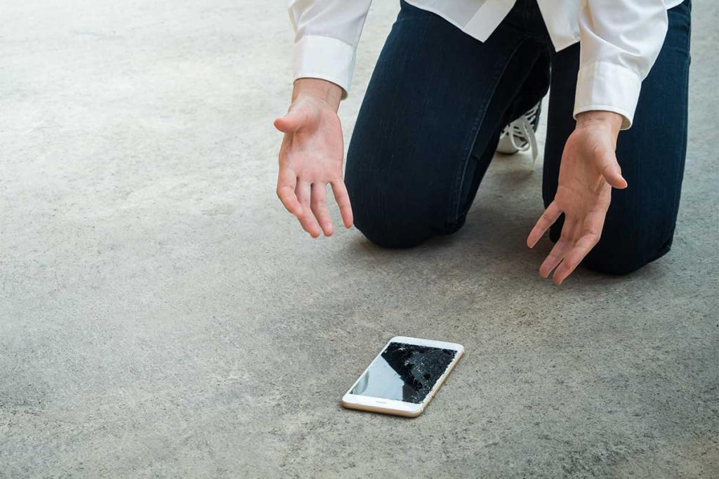 хрипит динамик на телефоне из-за падения