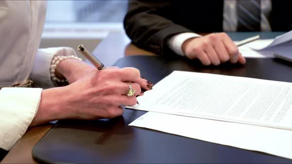 Подпись контракта