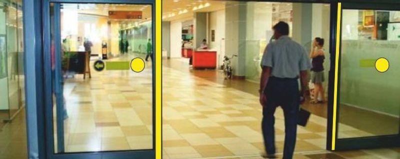 Желтые круги на автоматических дверях
