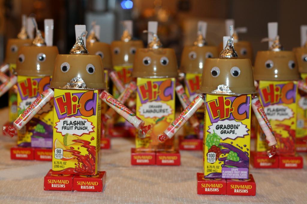 Роботы из сладостей