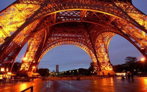 где в париже эйфелева башня