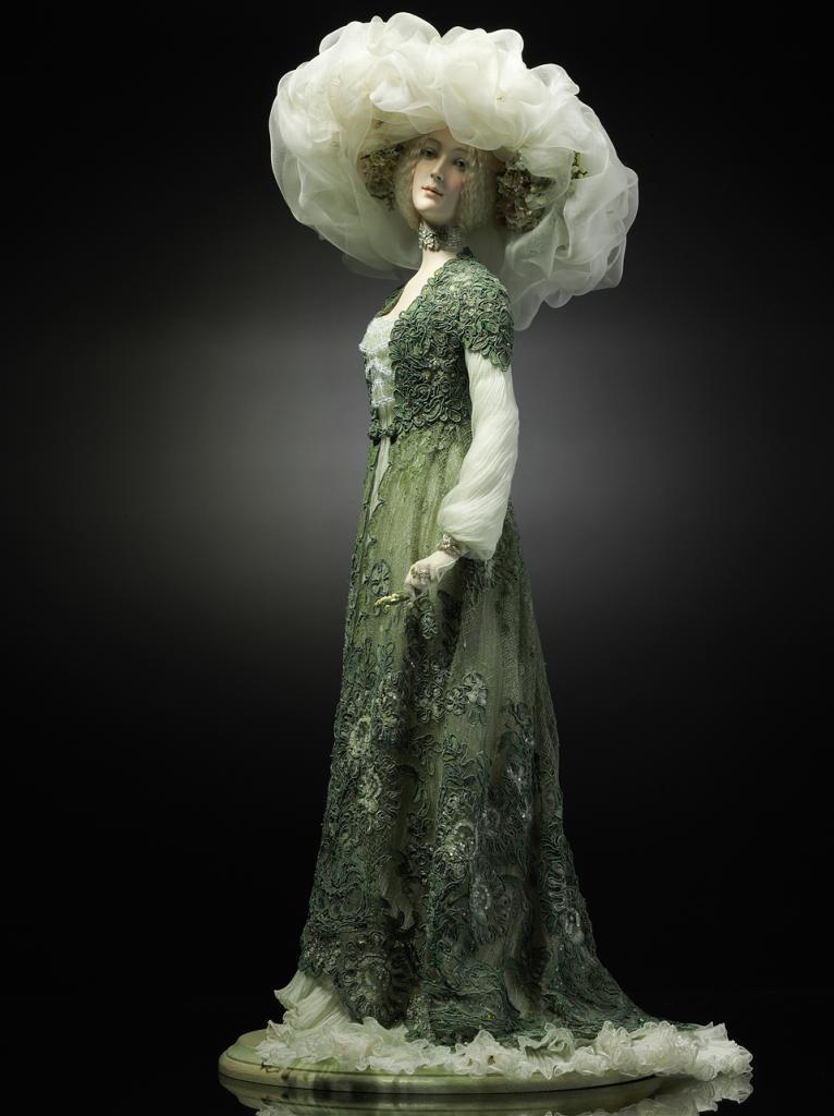элегантная кукла кукиновой