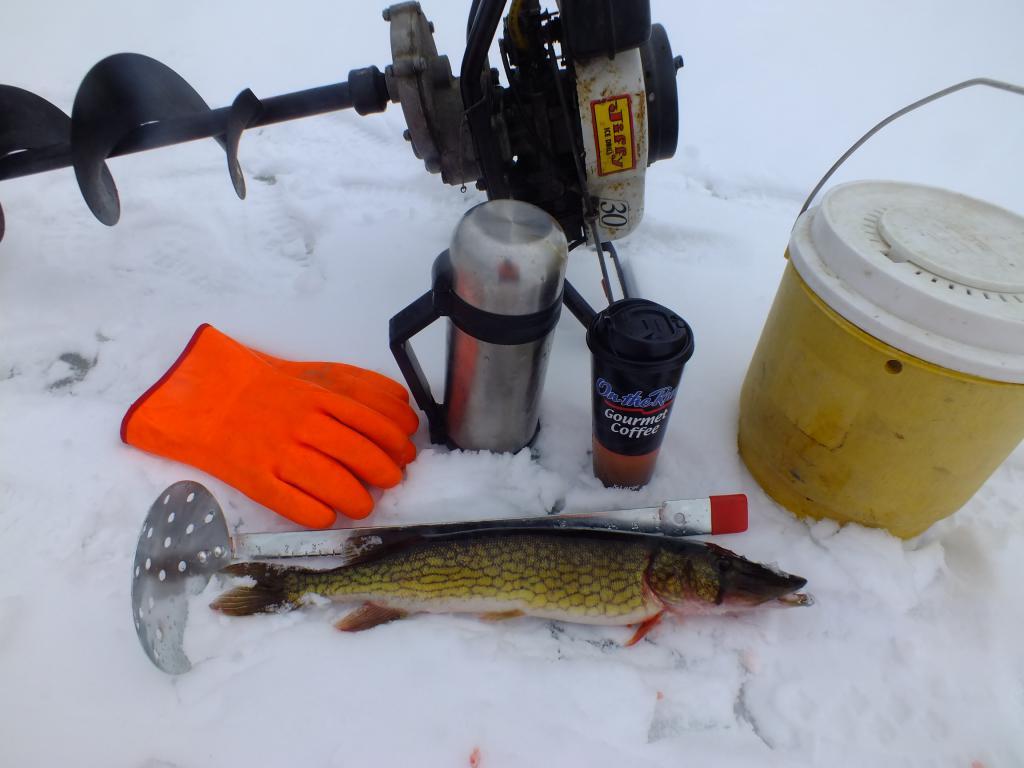 рыбацкие принадлежности для зимней рыбалки