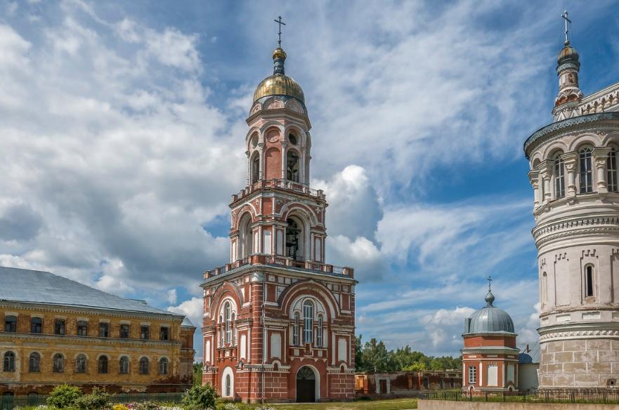 Колокольня, Надкладезная часовня, часть Казанского собора