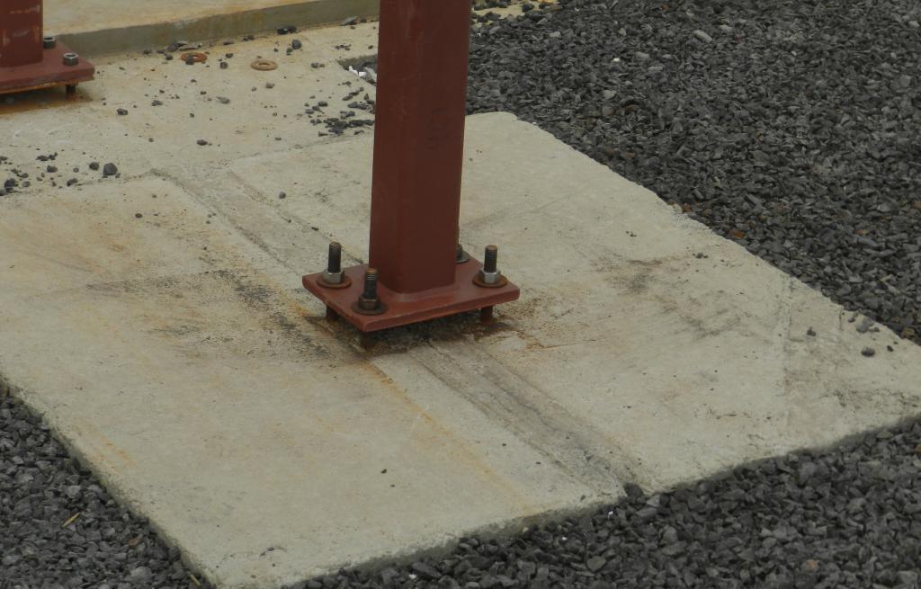 крепление столбов из стали