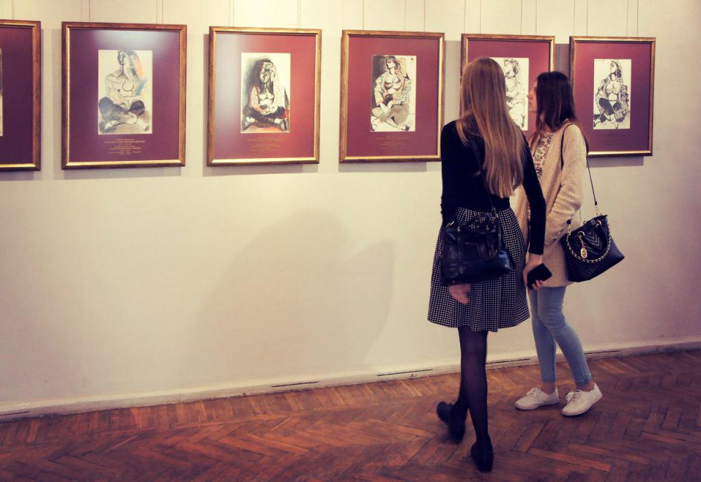 орел музей изобразительных искусств женский род