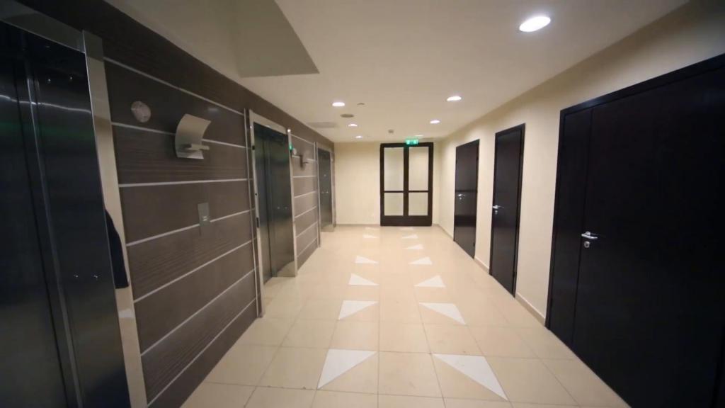 грузовой лифт в офисе