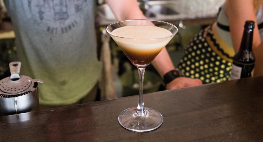 Алкогольный коктейль с кофе и мороженым