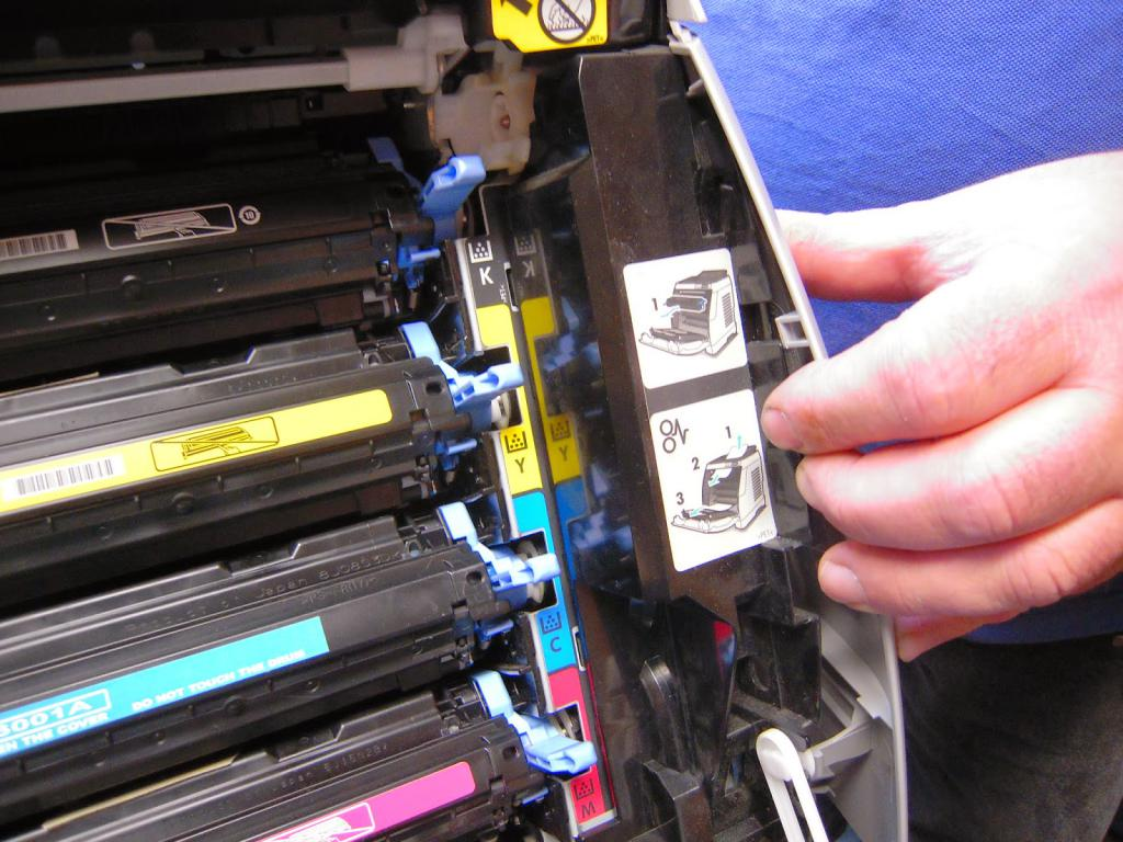 Цветные картриджи в принтере